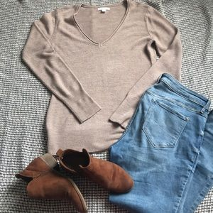 NEW YORK & CO v-neck Sweater